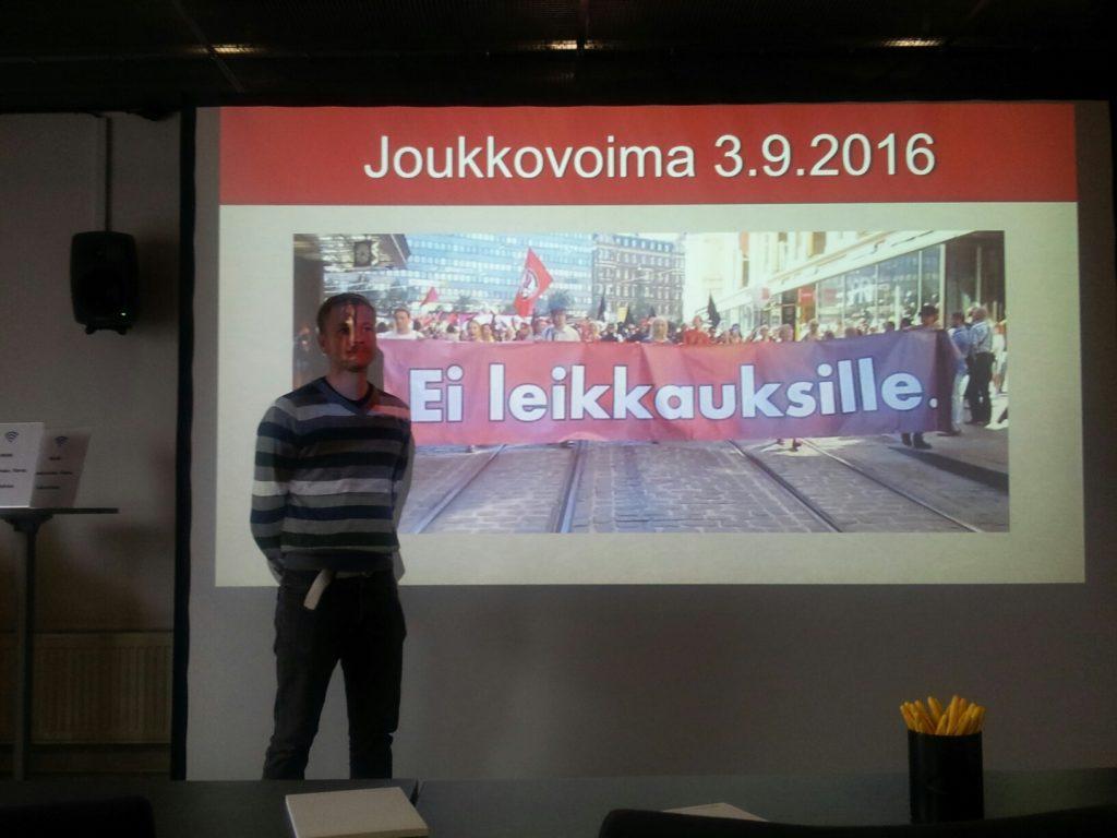 Porvoolaisen Jussi Saaren aiheena oli Joukkovoima. Hyvin ajankohtainen teema 3.9. lähestyvän suurmielenosoituksenkin takia.