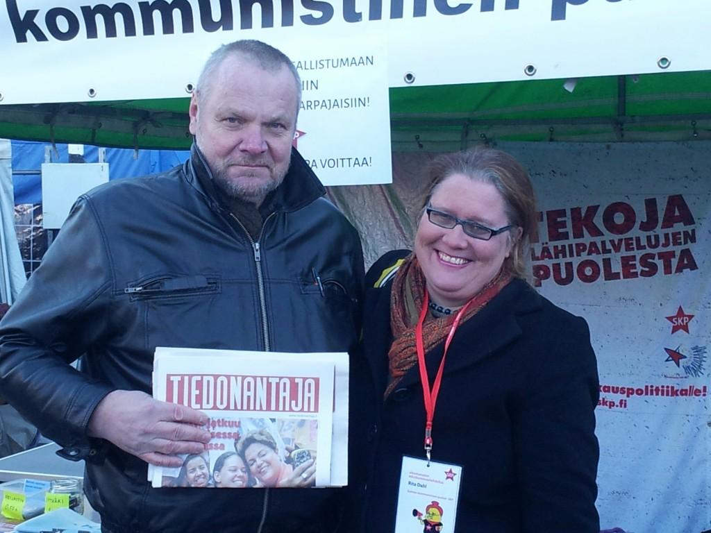 Rita Dahl, eduskuntavaalien 2015 SKP:nsitoutumaton ehdokas seurassaan Lasse Nevalainen.