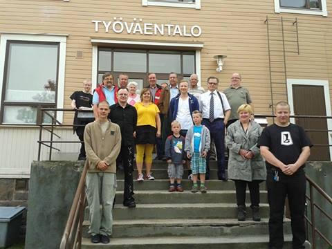 Elokuun tapaamisen osanottajia Lohjalla 2013.Vantaalaisia kuvassa edustavat Juha Kovanen, Mauri Perä ja Erkki Matinlassi
