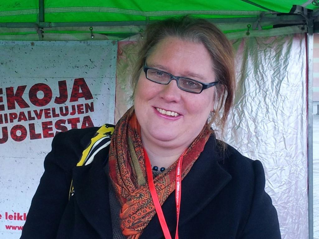 Vantaalainen SKP:n sitoutumaton eduskuntavaaliehdokas Rita Dahl on perehtynyt TTIP vapaakauppaneuvotteluihin.